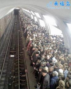 过节了老外的地铁也很忙