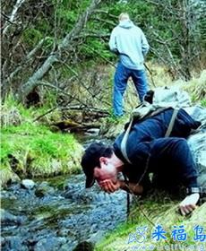 当你品尝山泉时,请留意下水流上源是否有污染!