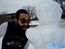 大叔这只是个雪人,至于吗??