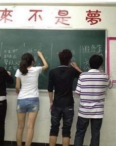 大学生安全文明周,写出你知道的安全器材,右边的孩子你太诚实了