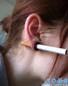 以前用耳朵夹香烟的方式真是弱爆了!