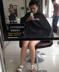 理发店坑爹的镜子啊!!!看了半分钟才看懂!!