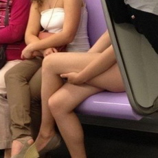 me sorprendió. está desnuda?