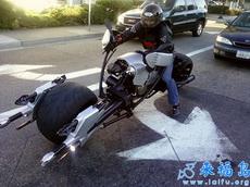 这么拉风的摩托转弯有点困难