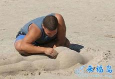 別人找女友過七夕,屌絲在沙灘也有屁股摸哦