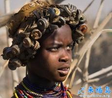 非洲部落人們的頭飾