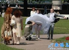 这是拍的哪门子婚纱照