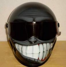 呲牙咧嘴大头盔