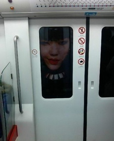 坐地铁的时候,被吓尿了