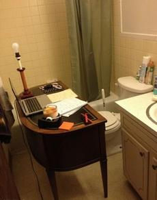 厕所办公真的方便