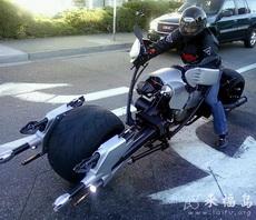 霸气轮番外露的摩托车