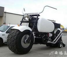 比汽車都大的摩托車