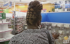 大姐的发型花了一番心思