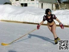 雪地里的曲棍球比赛