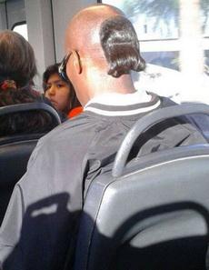 后面这一小撮头发很有文艺气息