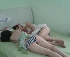 女友带她闺蜜来睡觉我睡哪儿
