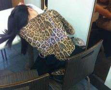 女同事的豹纹+荧光内衣,真的是亮瞎眼了!!