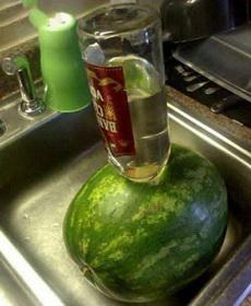 注酒西瓜,不知道味道如何!