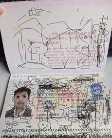 记得,护照要收好。不然就会出现爸爸妈妈跟宝贝一起出国玩,爸爸没法回国的悲剧