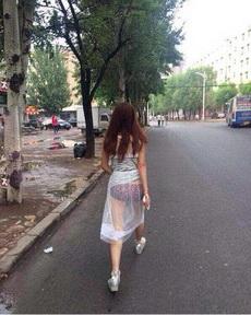 今天大街上碰到一美女,好喜欢她穿的衣服