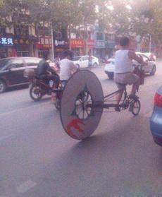 大哥你这这自行车太拉轰了!