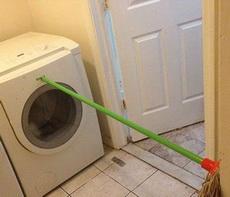 为了防止洗衣机甩干的时候乱跑,拼了!