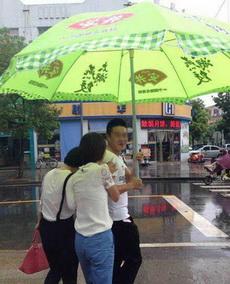 自从有了这把伞,雨天有好多妹子跟我搭讪!