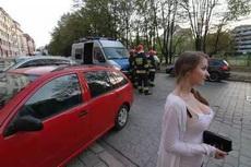 发生了一起车祸,摄影师成功捕捉到了关键画面