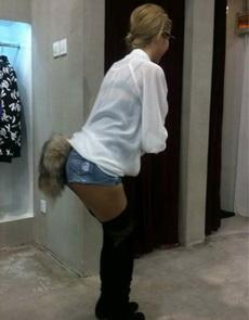 妹子终于露出了狐狸尾巴