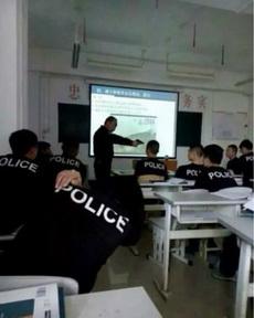 这位同学,上课还敢睡觉不!