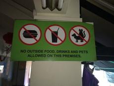 在这个餐厅拒绝拿着汉堡喝着饮料看猫咪爆小狗狗的菊花