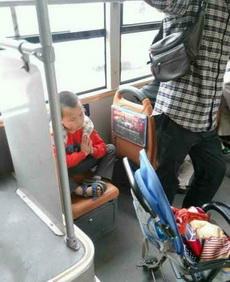 靈童轉世驚現于世,公交車上現熊孩子真身