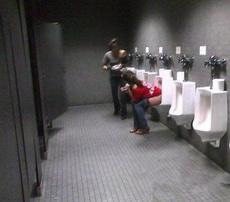 是不是走错厕所了