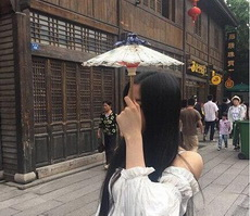 妹纸,你这伞是用来卖萌的吗