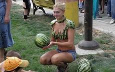 她卖的西瓜一定很好吃
