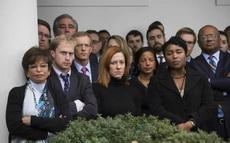 昨天中午,奥巴马在白宫发表演讲祝贺川普,邀请他入驻白宫。白宫工作人员个个喜笑颜开,欢迎新总统的到来。