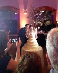 那个是新娘的礼服还是蛋糕啊?