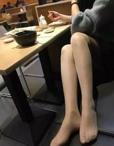 你这样想让别的客人怎么吃饭?太没素质了!