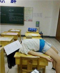 教室里怎么能干这事呢