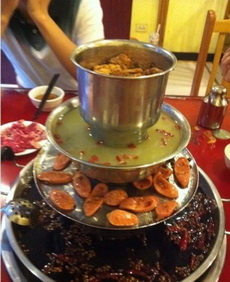 火锅、烧烤、汤锅、蒸肉,四合一了