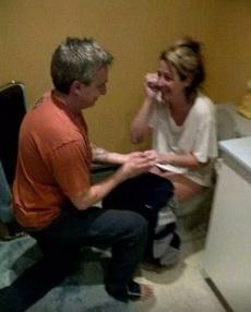 最佳求婚时机,就是女友在蹲坑的时候