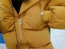 口袋设计在这里是为了方便?#20449;?#21451;暖手吗?