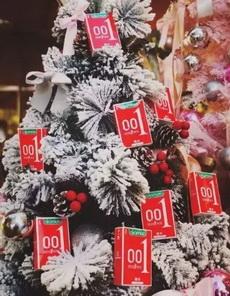 看这一树的圣诞礼物,够用了不?!