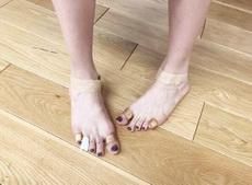 你永远不知道女生为了穿高跟鞋能有多拼