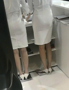 女性工作装的背后,是说不出的辛酸