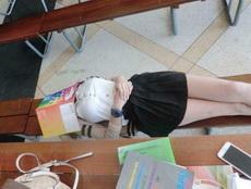 不要叫醒這位同學我想她一定是學習累了