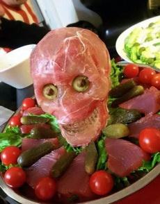 刚一进家门,就被老妈做好的火腿沙拉吓哭了