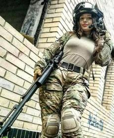 妹子还是别上战场了,敌方士气瞬间高涨!