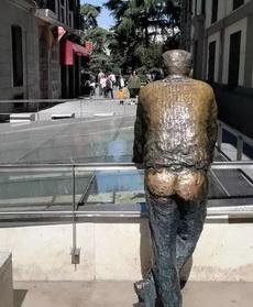 雕像大爷的辛酸啊
