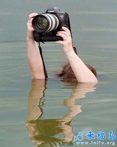 这些超级敬业的摄影师